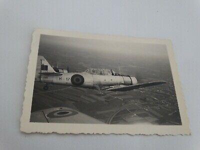ancienne photo-snapshot - avion militaire en vole