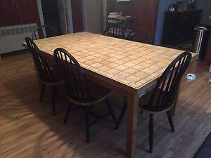 Table en céramique et chaises