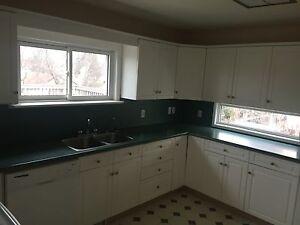 44 Rockwood Ave N. - 3 bd Split house available!