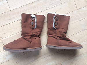Firefly Brand Ugg Style Boots