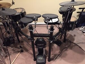 Roland TD-11 Electronic drum kit. Mint cond/barely used.