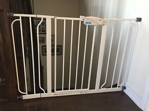 Regalo extra wide span walk through safety gate