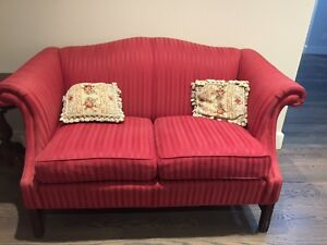 Barrymore loveseat red