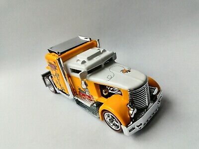 Hot Wheels Convoy Custom Peanuts Snoopy & Woodstock Pop Culture