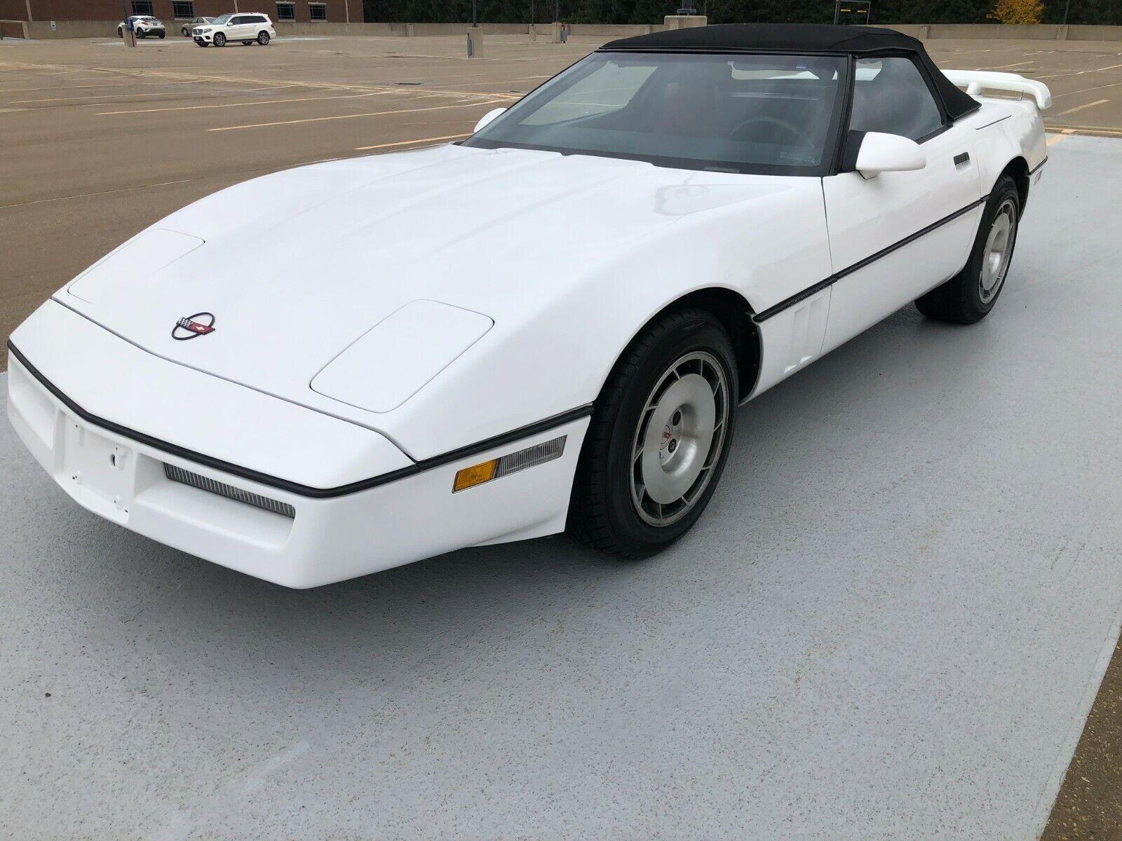 1986 White Chevrolet Corvette   | C4 Corvette Photo 1