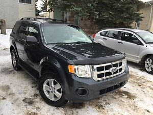 Ford Escape XLS ((like new))