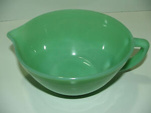 Vintage-Fire-King-Jadite-Jade-ite-batter-bowl-w-handle-pouring-spout-AWESOME