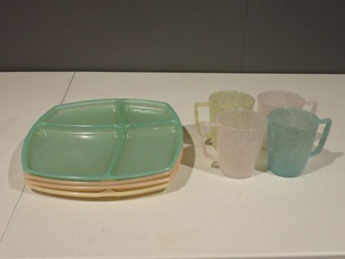 Vintage Set of 4 Gold Speckled Plastic Cups & Lunch Trays