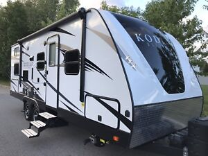 2018 KODIAK ULTIMATE 24 BH*BUNK BED*(winnebago minnie 2455bhs)