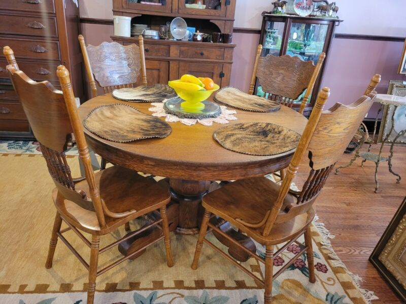 """Antique 51""""Dia.  Round Solid  Oak Dining Table & 4 Pressed Back Oak Chairs"""