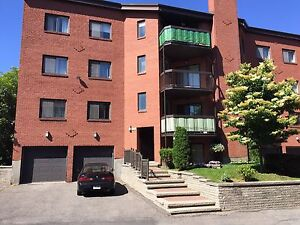 Large 3 1/2 renovated walking distance to train