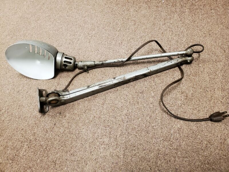 vintage INDUSTRIAL LAMP Dazor Mfg. Model 1102 MILLING MACHINE LAMP floating arm