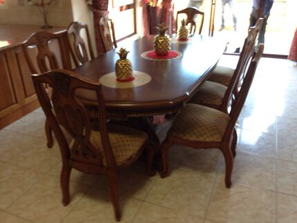 8 seater dinner table Roxburgh Park Hume Area Preview