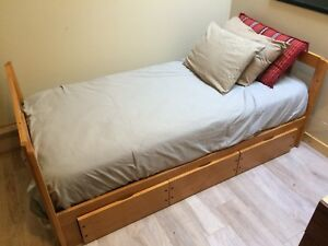Twin bunk bed bottom