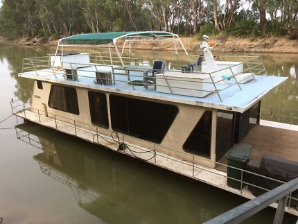 Houseboat (13.5m)