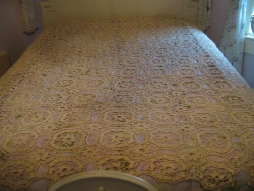 Beautiful Vintage Crochet Off White Floral Bed Coverlet Or Tablecloth