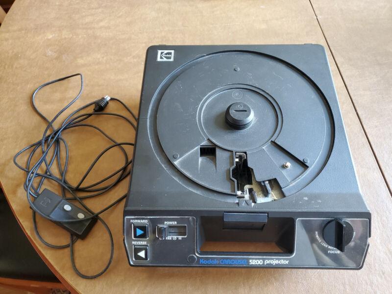 Vintage Kodak Carousel 5200 Slide Projector w/ 80-Slide Tray, Remote, Tested