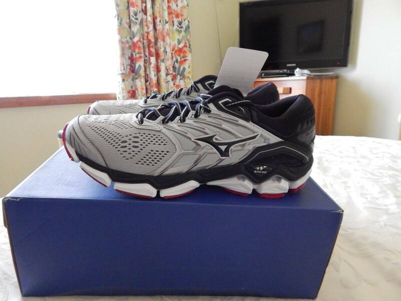 mens mizuno running shoes size 9.5 in usa new