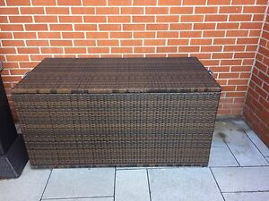 Outdoor bins in Wicker Brown