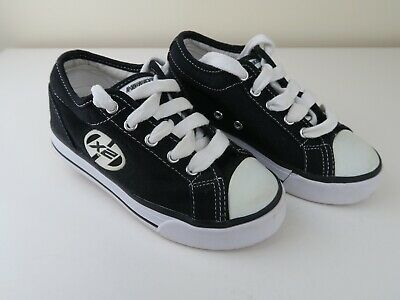 d3567327a102 Heelys X2 Black & White UK Child Size 12 VERY GOOD CONDITION