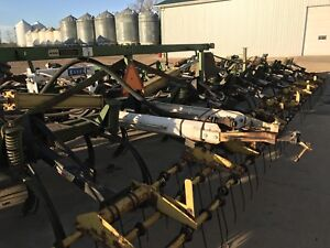 JD 1650 chisel plow with NH3 kit