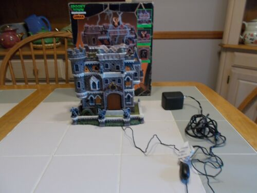 Lemax Spooky Town 2002 CASTLE ON SPOOKY HILL Porcelain Lighted House #25661A