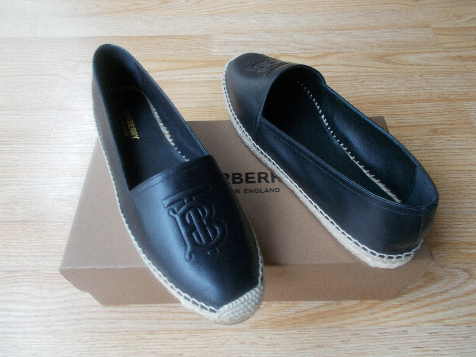 520 Burberry Tabitha Logo Espadrille Flat Shoes Black Leather 41 US 105 11 NIB