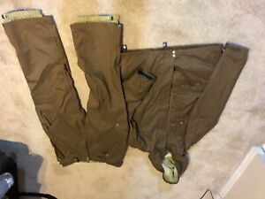 686 Snowboarding  Outfit size LG like new