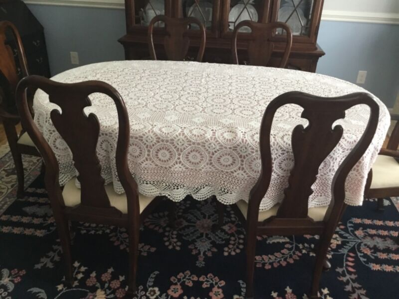 HAND MADE LACE Tablecloth 100% Cotton Oval 68x104 Never used