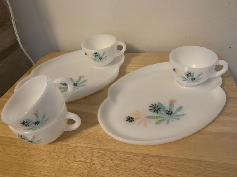Set of 2 Federal Glass Snack Plates & 4 Cup
