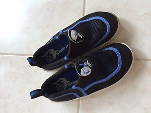 Kids xl speedo water shoes