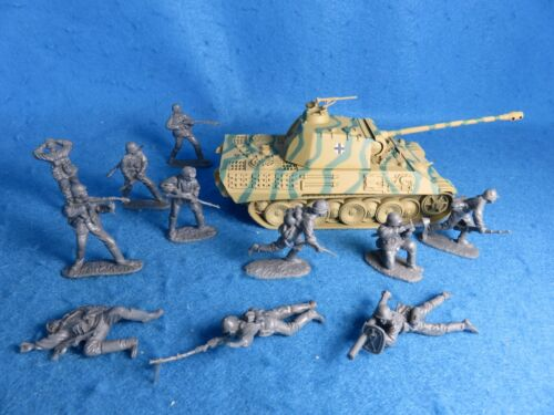 GERMAN Panther Tank w/ 11 German Assault Toy soldiers Classic Toy Soldiers 1/32