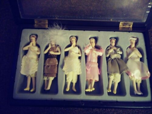 Set of 6 vintage dolls in 1920s costumes from The Great Gatsby in Original Box