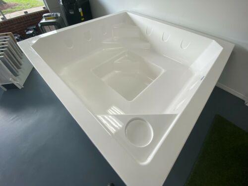 Fiberglass Semi-Inground Spa Square 2.1 installation kit  ( 6.9 x 6.9 x 2.6 )