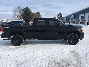 Nice 08 sierra hd 2500 6.0 lt gas  low km