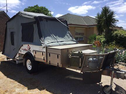 Cub off-road camper trailer
