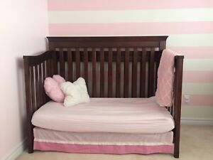 Double bed/crib and dresser