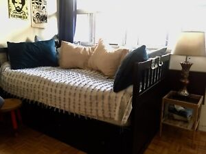 Day bed with a great mattress