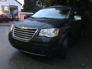 Chrysler Town & Country touring fully loaded