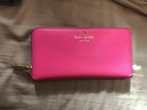 Excellent conditioned Kate Spate Wallet