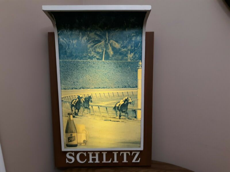 VINTAGE 1967 SCHLITZ BEER LIGHTED SIGN WORKS