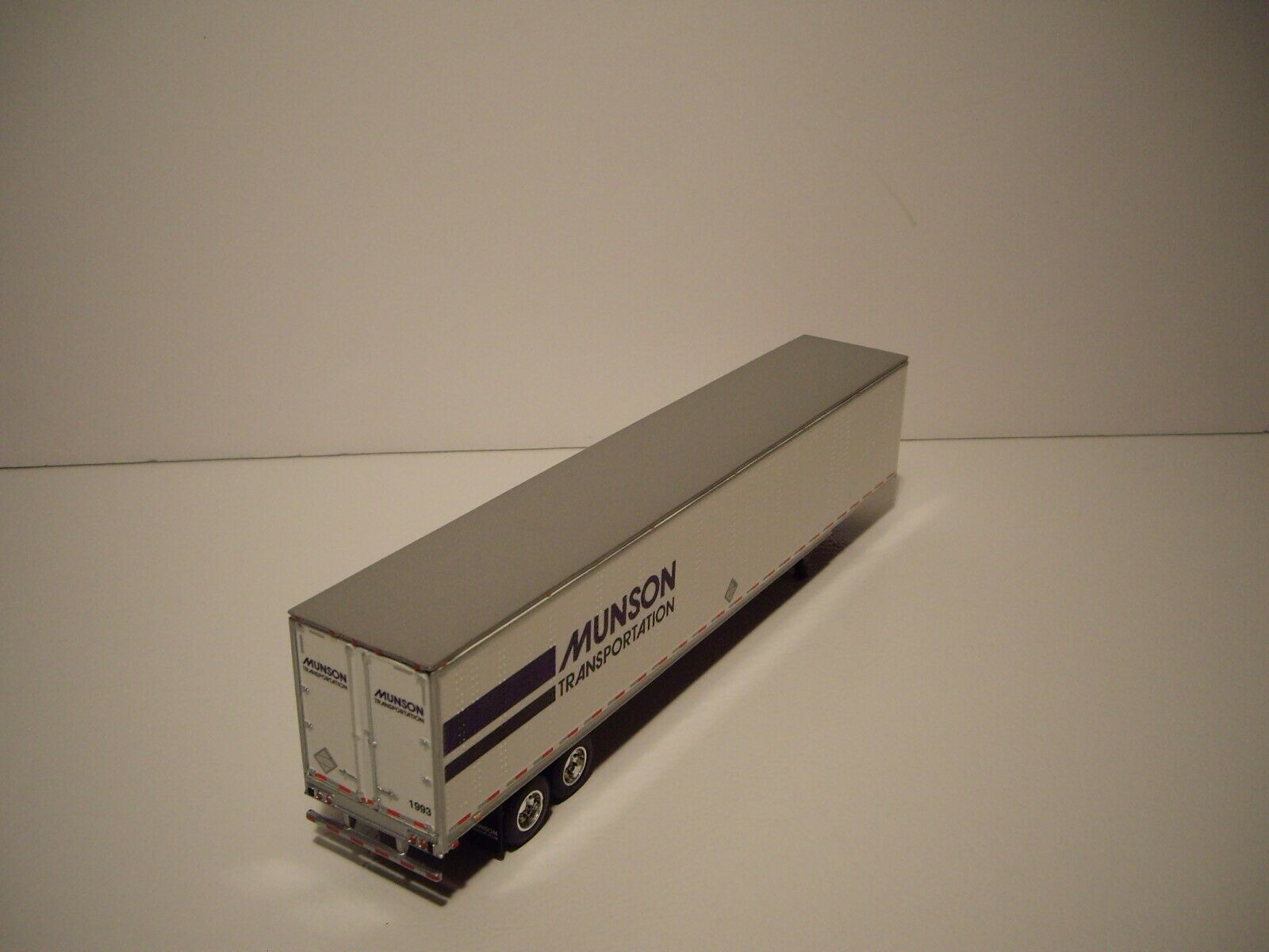 DCP 1/64 MUNSON TRANS FREIGHTLINER COLUMBIA WITH SLEEPER AND 53' DRY VAN 10