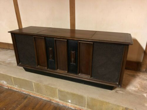 Vintage RCA Victor VLT51 phonograph stereo console