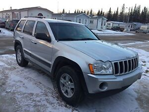 JEEP GRAND CHEROKEE  *SUPER CLEAN & IN BEAUTIFUL CONDITION*