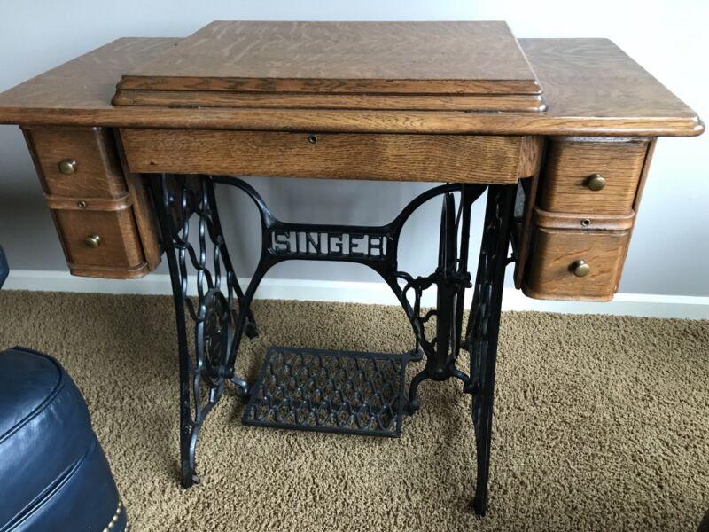 Vtg Antique Singer Treadle Sewing Machine Table Cabinet Cast Iron Wood Tiger Oak