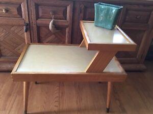 Vintage MCM Table d'appoint en bois avecTablette
