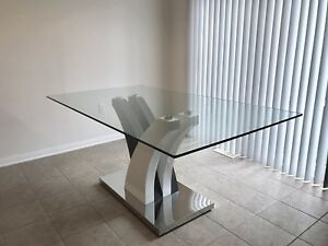 Tuxedo Glass Dinning Table