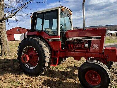 International Harvester 1586 Farm Tractor