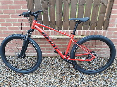 Giant Talon 4 Hardtail Mountain Bike in Lava Red 2021 Brand New. Inc Pedals.