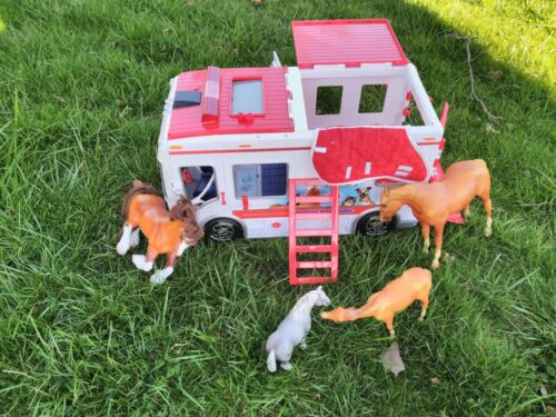 """Breyer Mobile Vet Clinic Ambulance Horse trailer with 4 horses Schleich 18"""" Lot"""